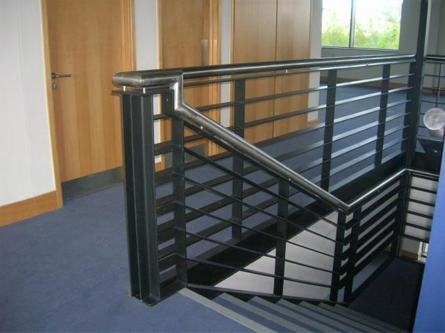 Top 3 Features for Picking Ideal Material for Handrail