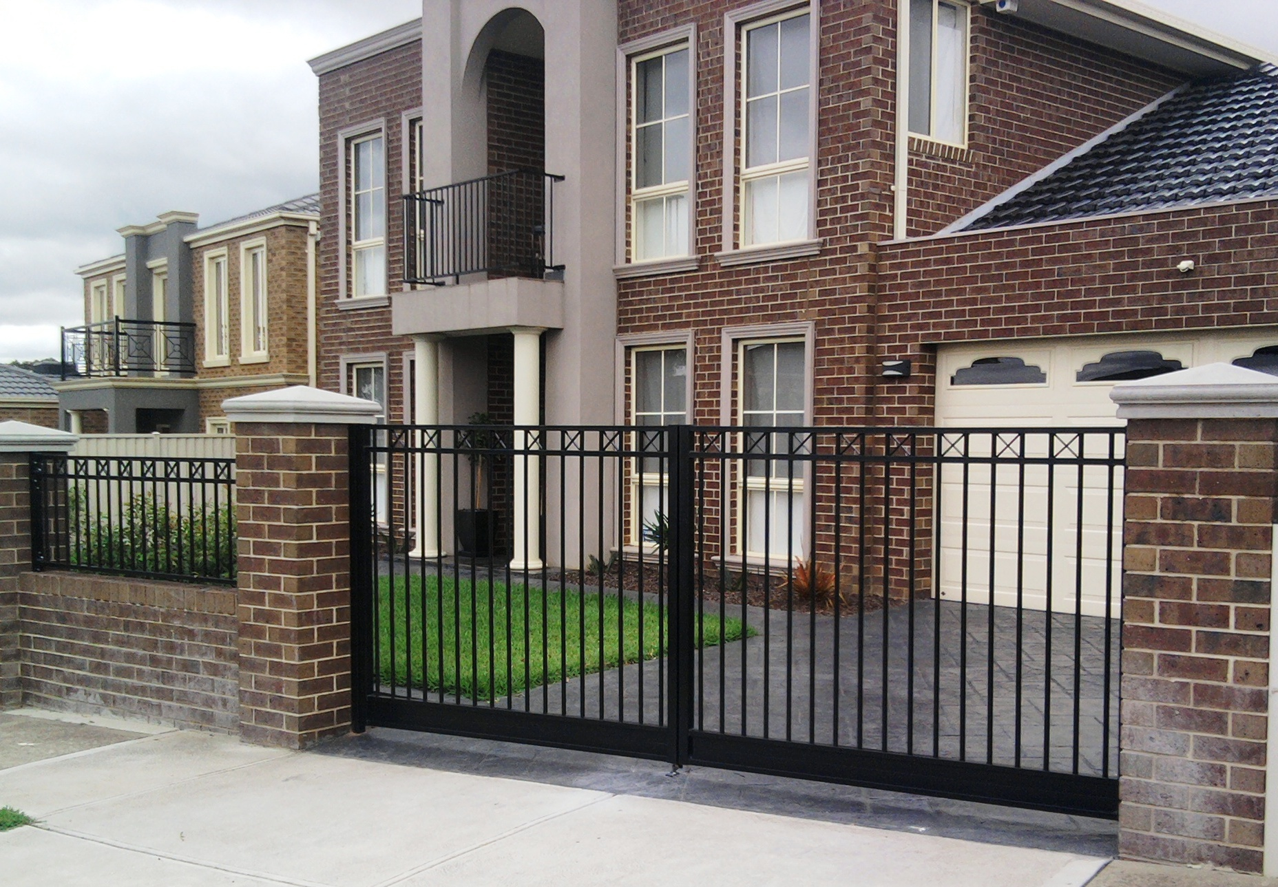 Tips To Select Best Manufacturers Of Steel Gates Sydney For Maximum Use Of Features