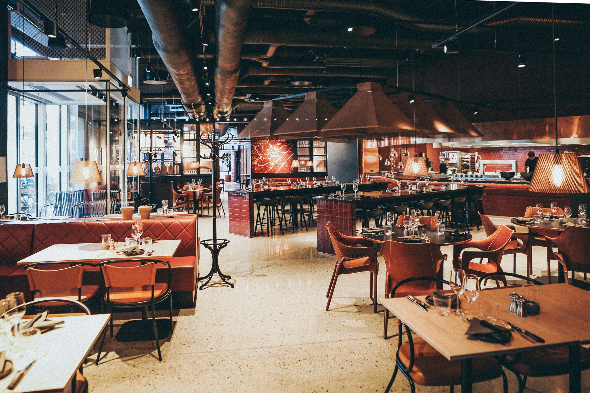 Improve Your Restaurant Dining Experience with a Proper Lighting